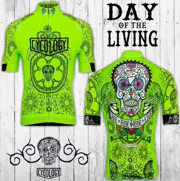 Populárny dizajn dresu Day of Living. Cyklistická lebka je zostavená z častí bicyklov, káblov a vzorovaných nástrojov. Ži pre jazdu a užívaj si ju.